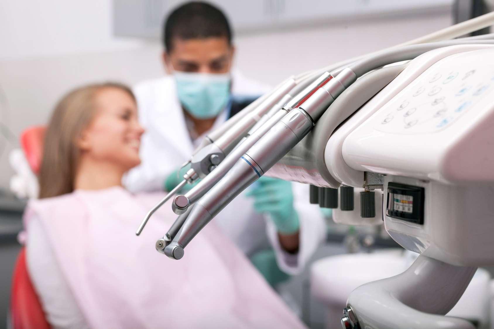 À la recherche d'un dentiste pour une urgence