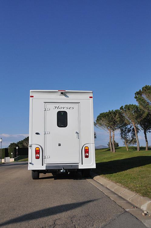 La solution pour le transport de vos chevaux est sur carrosserie-ameline.com.