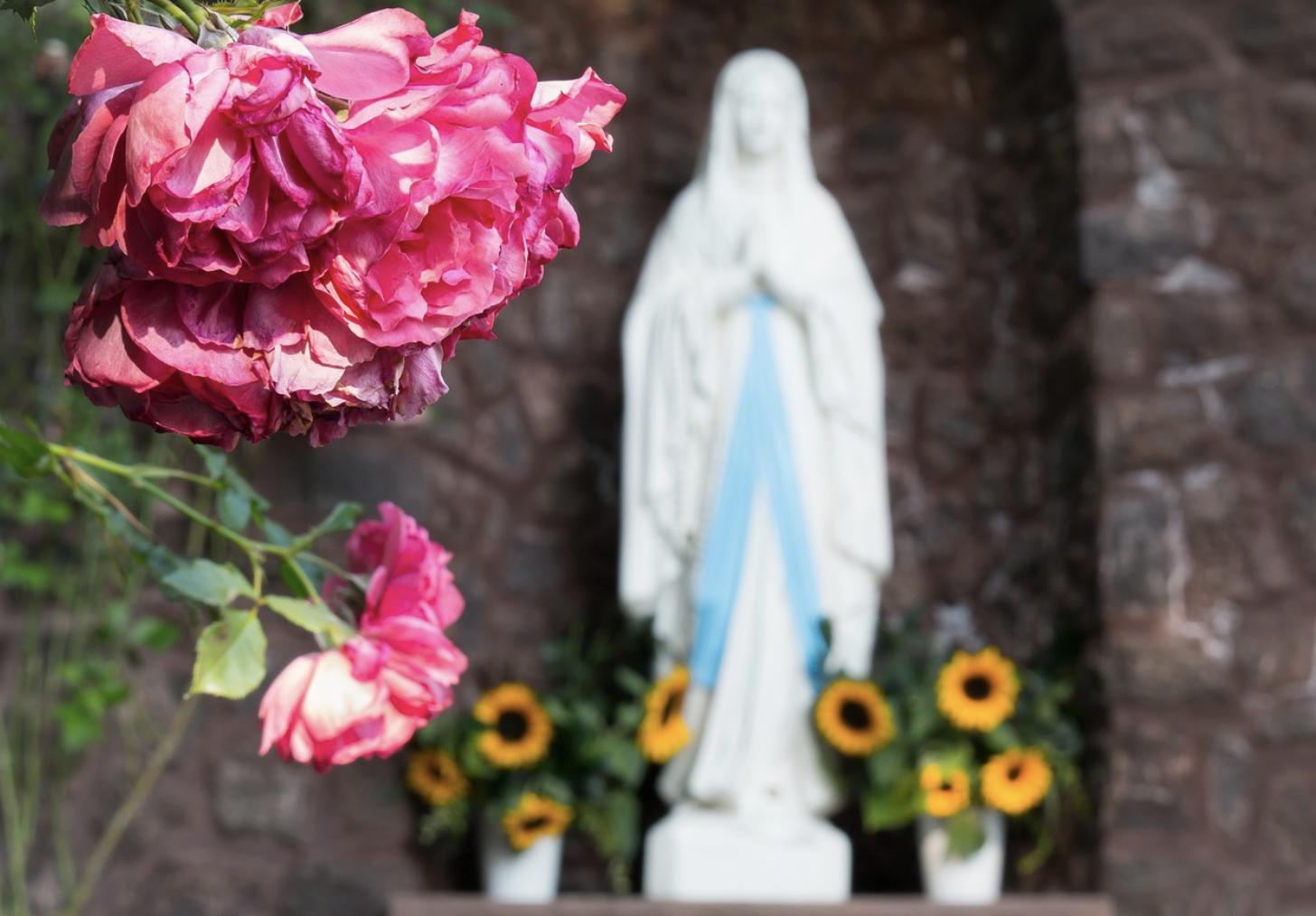 Médaille de baptême à l'effigie de la Vierge : quelles significations ?