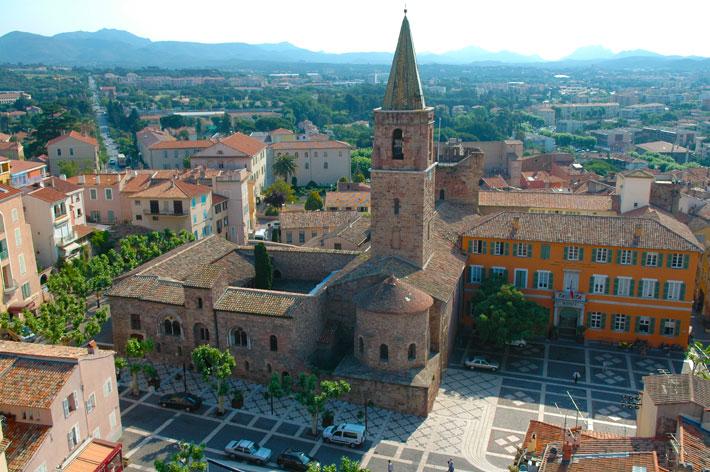 Découvrez les meilleurs endroits où se loger et où manger lors de ses vacances à Fréjus