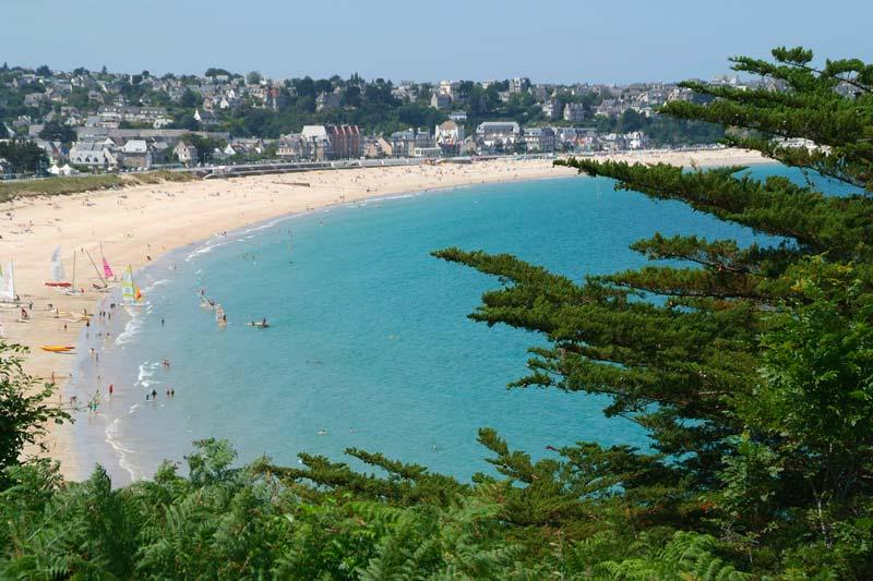 Vous cherchez une location de mobil home bien placée en Bretagne ? Château de Galinée !